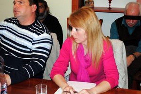 Simona Regitková. Poslankyňa nevidí problém, že odmenu navrhla vlastnému mužovi.