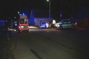 Niekoľko hliadok. Okrem záchranárov prišli na pomoc aj ďalšie policajné hliadky.