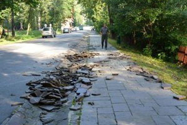 Už stredajšia búrka narobila v Tatranskej Lomnici spúšť. Dnes sa situácia zopakovala.