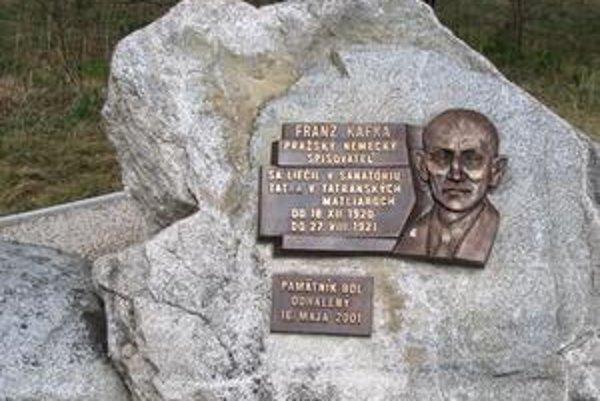 Kafka v tatranskej žule. Kafkov festival sa zakončí spomienkou pri jeho pamätníku v Tatranských Matliaroch.