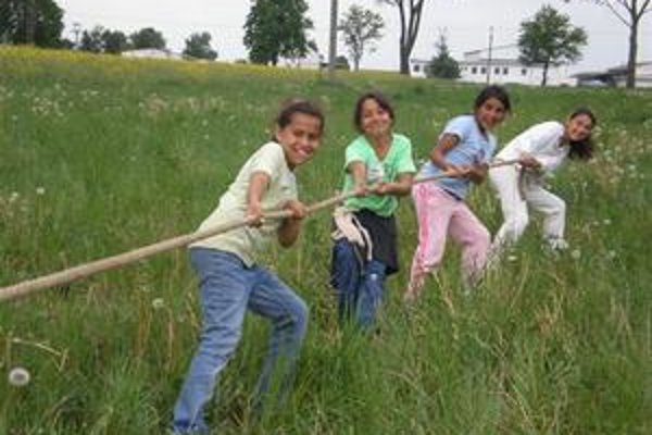 Preťahovanie lanom. Svoju silu ukázali aj tieto dievčatá.