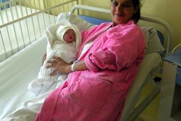 Bez komplikácií. Matka Eva s drobným Milankom sú zdraví, za čo ďakujú najmä policajtovi v službe.