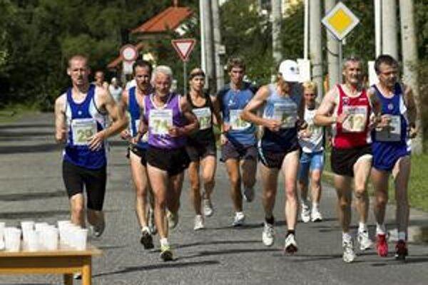 Bežci počas pretekov vo Svite.