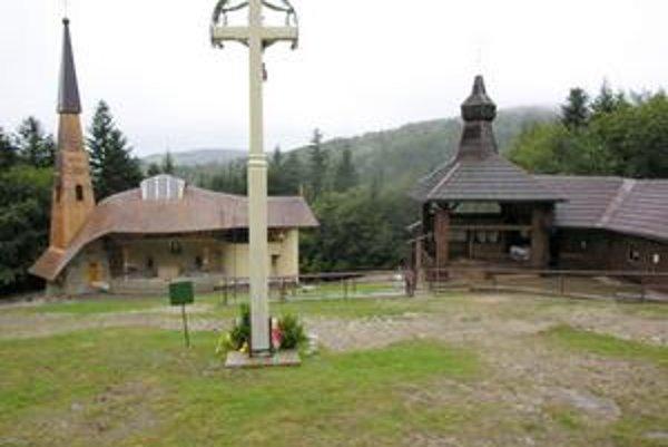 Hora Zvir. Na tomto mieste sa Ivetke a Katke zjavila 5. augusta 1990 Panna Mária.