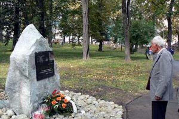 Na odhalenie žulového pamätníka sa prišiel pozrieť i Popradčan Jozef Fillo. Zažil vojnu, a preto vie, čo znamená mier.