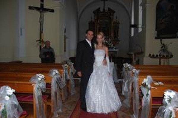 Slávka a Janko. Spoločnú cestu životom spečatili v kostolíku v Betlanovciach neďaleko Popradu.