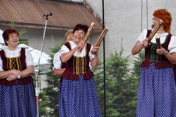 Z vystúpenia speváckej skupiny Senková z Podbiela.