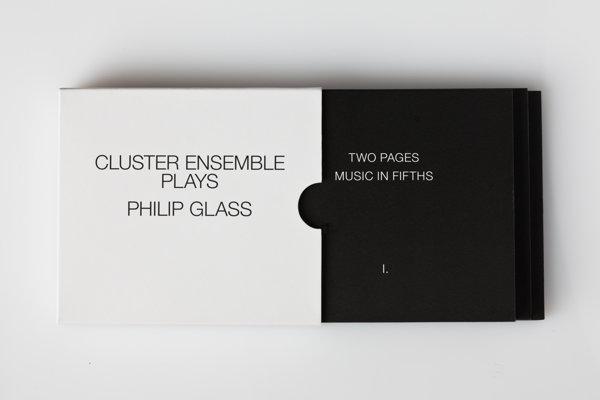 Aj obal albumu Cluster Ensemble je minimalistický. Nahrávku vydala Hevhetia v spolupráci s Orange Mountain Music.