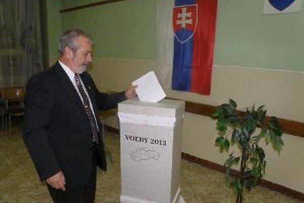 Voliči môže svoje hlasovacie právo uplatniť dnes do 22. hodiny.