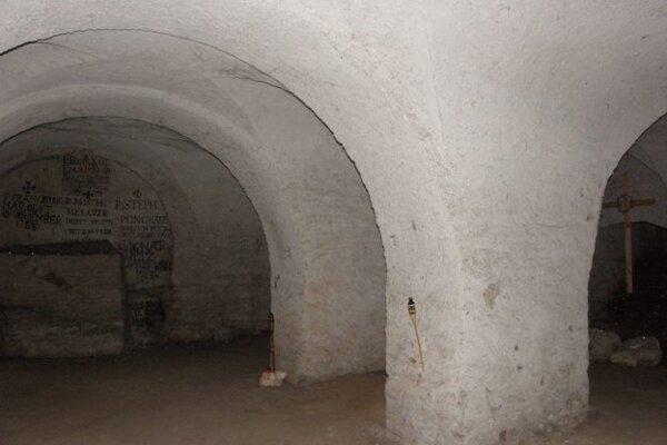 Mnoho zaujímavostí sa môžete dozvedieť aj o krypte pod katedrálnym chrámom.