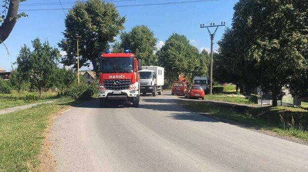 Zasahovalo takmer 20 hasičov.