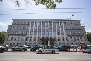 Polícia reagovala na hlásenie bomby v Justičnom paláci.