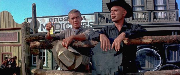 Postavu Steva Mcqueena (vľavo) bude hrať tentoraz Chris Pratt, postavu Yula Brynnera Denzel Washington.