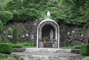 Kaplnka v Lednických Rovniach.