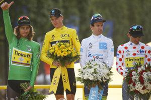 Držitelia najcennejších dresov - zľava Peter Sagan (Tinkoff, zelený dres), Chris Froome (Sky, žltý dres), Adam Yates (Orica–BikeExchange, biely dres) a Rafal Majka (Tinkoff, bodkovaný dres).