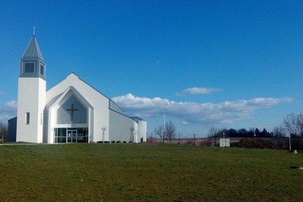 Kostol na sídlisku Lipník postavili pred pár rokmi.