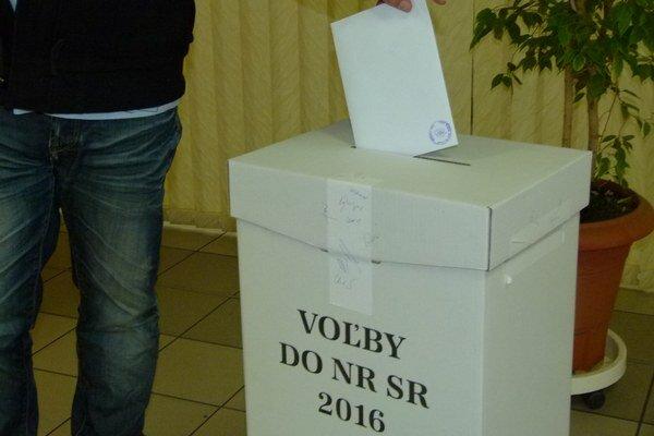 V okrese vyhrala Smer - SD, druhú a tretiu priečku si vymenili strany Most - Híd a SMK - MKP.