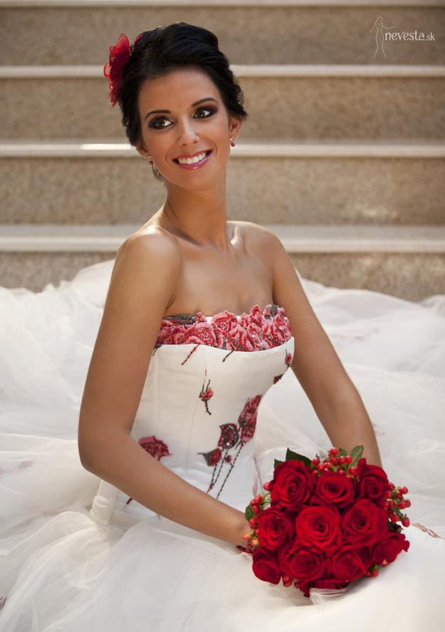 Lea predvádza aj svadobné modely.