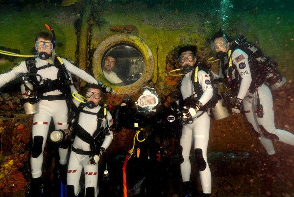 Z stronautov sa na dva týždne stanú aquanauti.