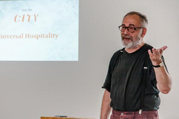 Gáspar Miklós Tamás na fóre Universal Hospitality vo Viedni.