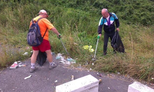 Na Banskej pracovníci neporiadok upracú, o pár dní sú tam odpadky opäť.