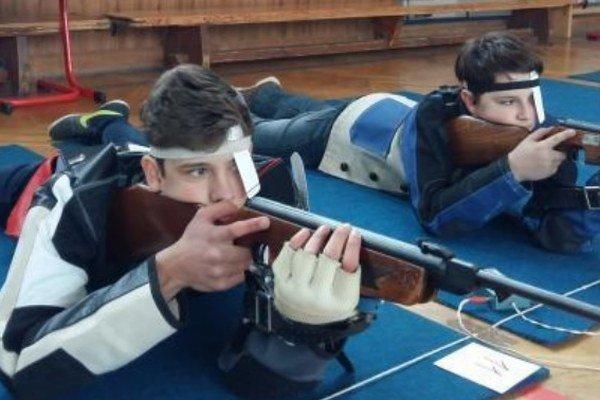 Dvojica úspešných mladých strelcov zo Svätého Petra zľava Marek Mazan a Balázs Fitos.