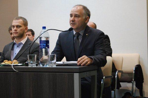 Dňa 4. marca 2015 bol Ľudovít Lebó schválený mestským zastupiteľstvom do funkcie riaditeľa Novovitalu.