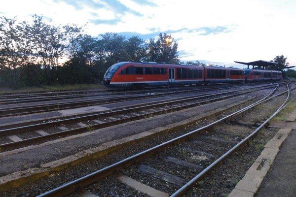 Čaká nás výluka aj meškania vlakov