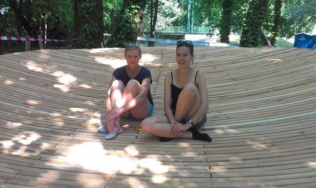 Organizátorky Workshopu 1:1, Lívia Gažová a Veronika Trnovská.