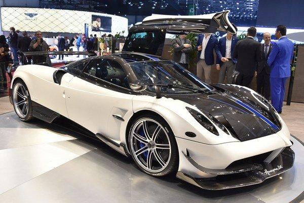 Hyperautomobil Huayra BC. Na pohon modelu Huayra BC slúži šesťlitrový vidlicový dvanásťvalec, ktorý vyvinula firma Mercedes-AMG a ktorého maximálny výkon je 588 kW.