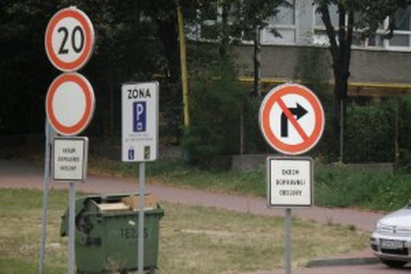 Niektorí ľudia majú výhrady k umiestneniu dopravných značiek.