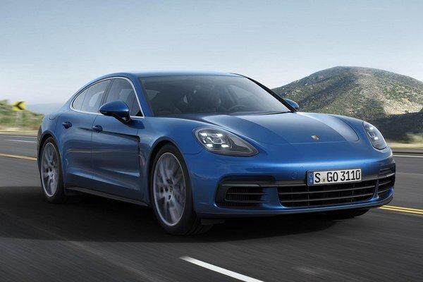 Porsche Panamera druhej generácie. Na pohon športovej limuzíny slúži trojica motorov, prepĺňaných dvomi turbodúchadlami a vyvíjajúcich maximálny výkon od 310 kW do 404 kW