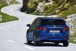 V zákrutách je Avensis až prekvapivo suverénny.