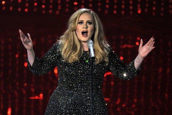 Top trio. Adele má zlato v hrdle.