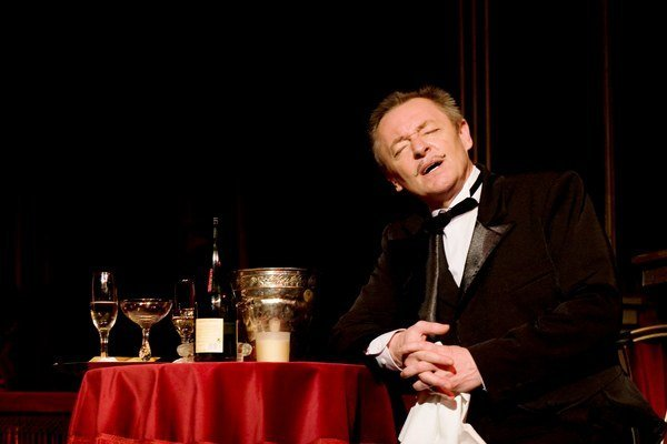 V operete Čardášová princezná. Zahral si čašníka Miška.