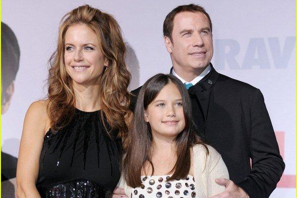 Rodinka. Travolta s manželkou a dcérou Ellou.