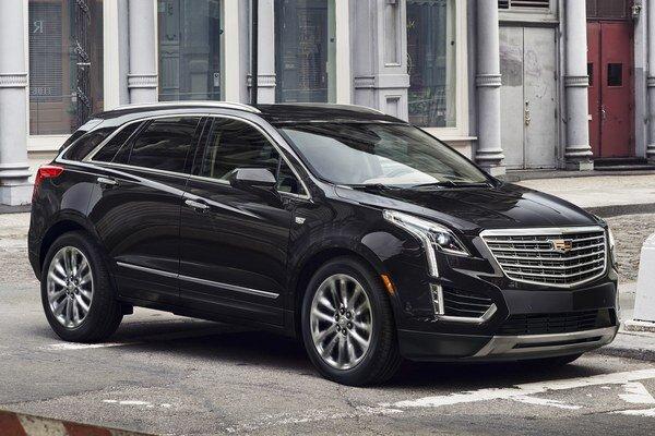 Športovo-úžitkový Cadillac XT5. Model XT5 má svetovú premiéru na autosalóne v Los Angeles a na európskom trhu bude konkurovať modelom Audi Q5 a Mercedes GLE.