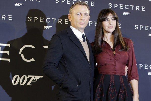 Šarmantné Bondovo dievča. Aj po päťdesiatke si Monicca zachovala dievčenskosť.