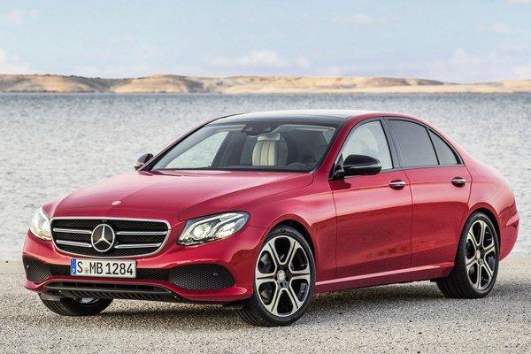 Nová biznis limuzína Mercedes-Benz triedy E. Dizajn vozidla sa vyznačuje charakteristickou prednou maskou, dlhou prednou kapotou a zvažujúcou sa strechou.
