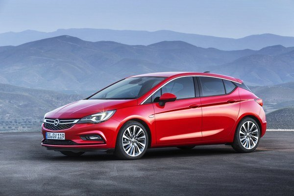 Opel Astra novej generácie. Svetovú premiéru bude mať Astra piatej generácie na septembrovom autosalóne vo Frankfurte nad Mohanom.