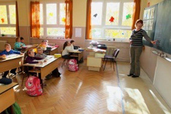 Niektorí riaditelia škôl by aj v triedach privítali kamery.