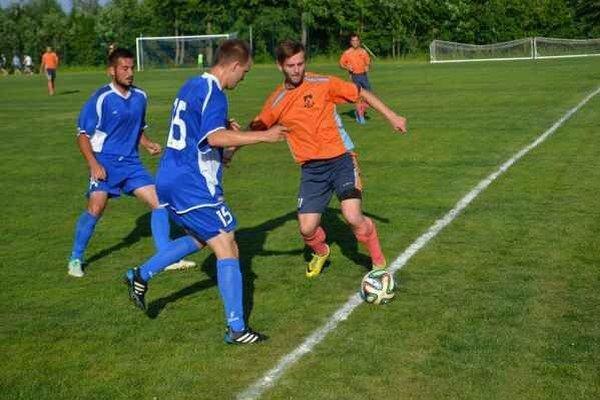 Súboj o záchranu v najvyššej regionálnej futbalovej súťaži. Vo Vysokých Tatrách sa z výhry i záchrany radovali hostia zo Sabinova.