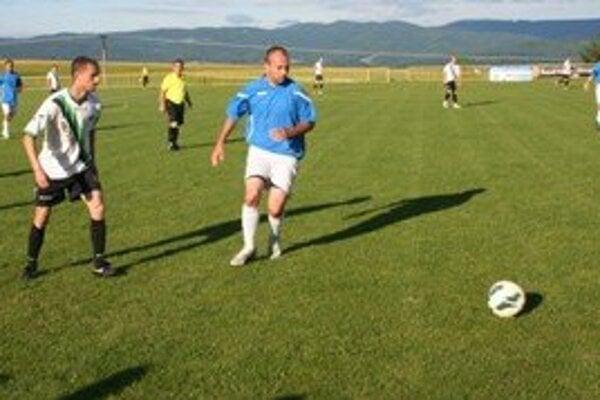 Momentka zo zápasu Kanianka - FC Baník.