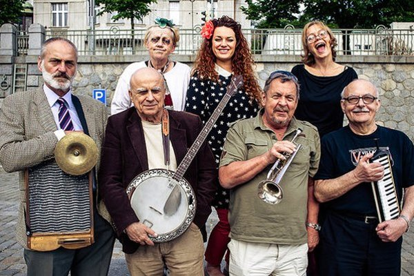 Na Banjo Band doliehajú roky. Zostava sa pomaly zmenšuje.