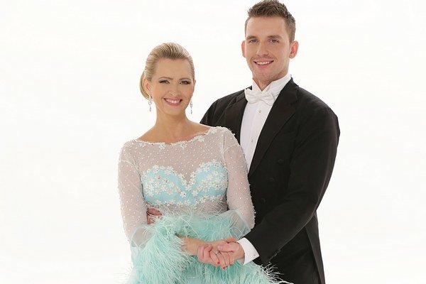 Pristane im to. Adriana a Peter vyzerajú v tanečných outfitoch výborne.