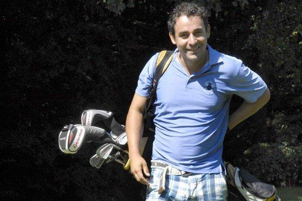 Golf čoskoro vymení za beh. Herec a spevák pobeží za dobrú vec.
