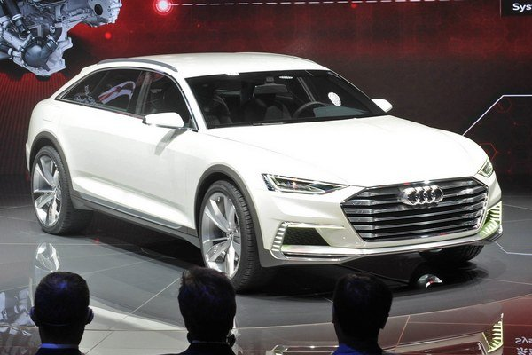 Výstavný automobil Audi prologue allroad. Táto štúdia naznačuje smer, ktorým sa bude v budúcnosti uberať dizajn vozidiel Audi, kombinujúcich komfort s terénnymi schopnosťami.