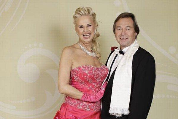 Eva na plese s manželom Petrom.