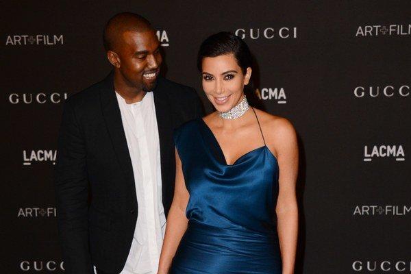 Kim a Kanye sa ľúbia.