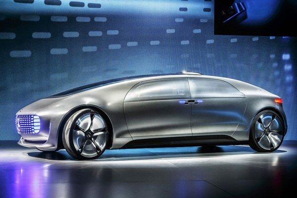 Výskumný automobil Mercedes-Benz F 015 Luxury in Motion. Limuzína Luxury in Motion s autonómnym riadením prekonáva úlohu dopravného prostriedku a stáva sa mobilným životným priestorom.